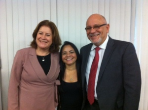 Prefeita Moema ao lado da Ministra Miriam Belchior e do Presidente da CEF Jorge Hereda